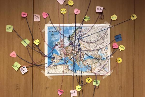 Euroopan kartta -juliste seinällä