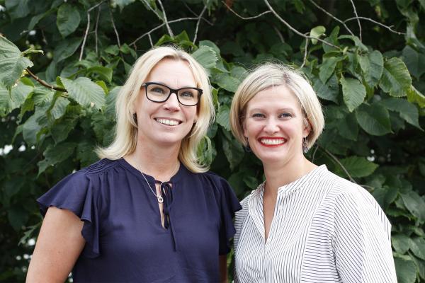 Kuvassa Pia Kola-Torvinen ja Ulla Siimes