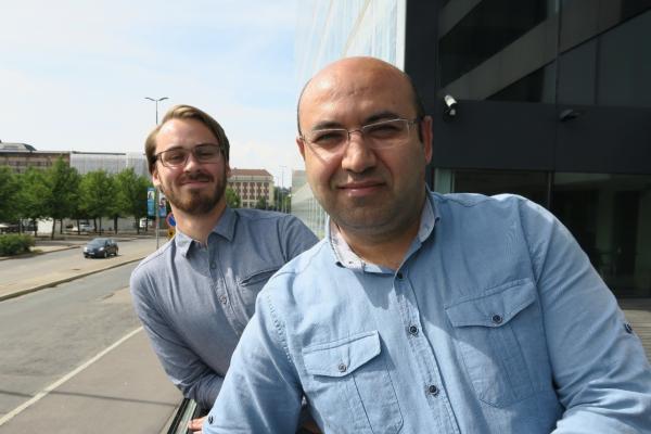 Mustafa Ince ja Juho Rantala Opetushallituksen edustalla