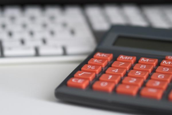 Näppäimistö ja laskin