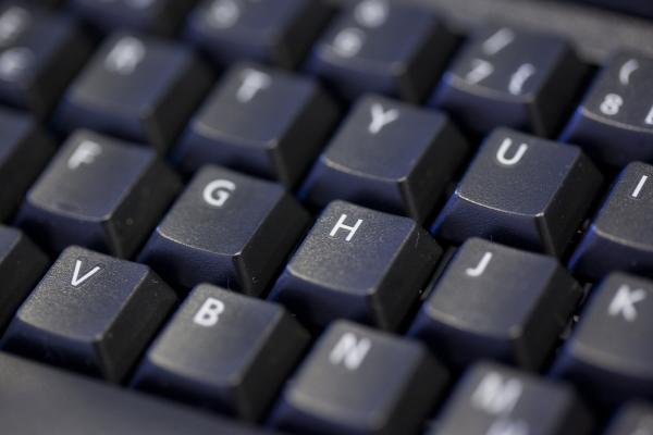 Kuvituskuvassa tietokoneen näppäimistö