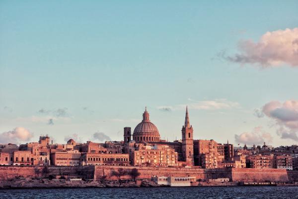 Valletta aurinngonlaskun aikaan