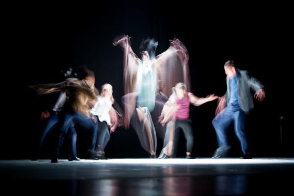 Tanssijat lavalla