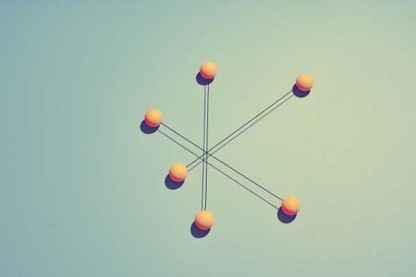 Viivoilla yhdistyneet pallot kuvastavat verkostoa