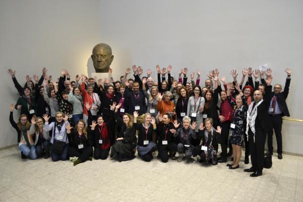 Ryhmäkuvassa Inclusive Pedagogy in Arts -hankkeen osallistujia