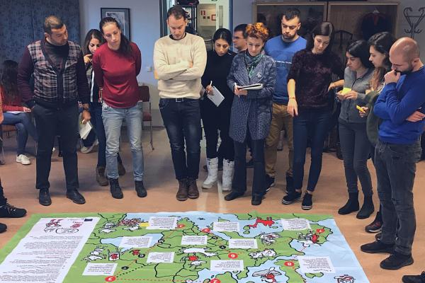 Kansainväliset nuorisotyöntekijät Star of Europe -kartan äärellä