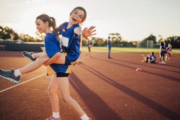 Kuvituskuva: Lapsia urheilukentällä