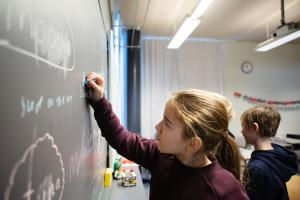 Uudet opetussuunnitelman perusteet valmiina alaluokilla alkavaa kieltenopetusta varten