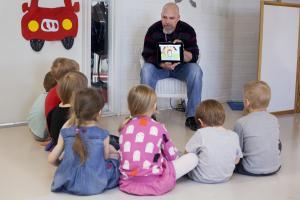 Material som skyddas av upphovsrätt får nu användas också inom grundläggande konstundervisning – småbarnspedagogikens och läroanstalternas licenser oförändrade