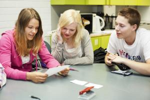 Yhteishaussa ammatilliseen koulutukseen ja lukioon 72 100 hakijaa