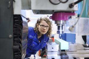 Asiantuntijoiden näkemys tulevaisuuden osaamistarpeista: Työelämässä tarvitaan kestävän kehityksen osaamista, digitaitoja ja jatkuvaa oppimista