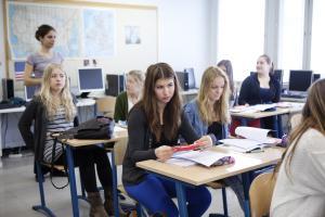 Englannin ylivoima jatkuu perusopetuksen oppilaiden kielivalinnoissa