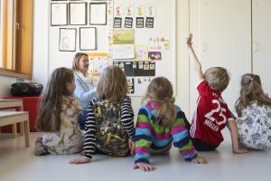 Opetushallituksen selvitys: kaksivuotinen esiopetus vahvistaisi yhdenvertaisuutta