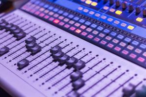 Kaksi Music Moves Europe -hakua avattu! Tarjolla tukea koulutusohjelmiin ja esityspaikkojen toiminnan kehittämiseen