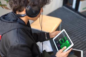 Teoston koordinoimassa Future Songwriting -hankkeessa katsotaan eteenpäin – digitaalisilla työkaluilla tuetaan uuden musiikintekijäsukupolven kasvua