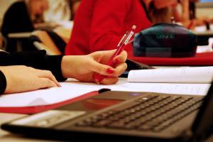 Noin 4000 yläkoululaisella jatkuvasti paljon poissaoloja koulusta