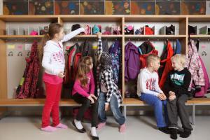 Skolan binder samman livet på svenska i Finland