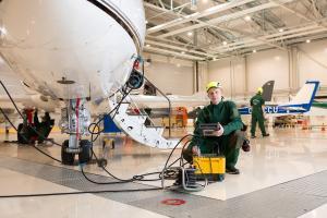 Lentokonetekniikan tutkintojen uudistamisessa työelämällä ja ilmailuviranomaisella keskeinen rooli
